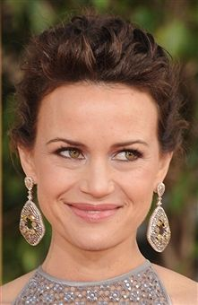 Carla Gugino wore multicolored rose-cut diamond drop earrings by Bavna to the 2013 Golden Globes #CarlaGugino #Bavna #GoldenGlobes