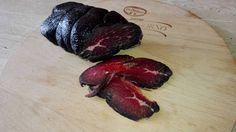Italská pochoutka z Lombardie, jedná se o sušené hovězí maso, které je stejně jako parmská šunka, trvanlivé 2-3 měsíce, maso má krásně tmavě červenou barvu a příjemnou kořeněnou vůni. Recept je