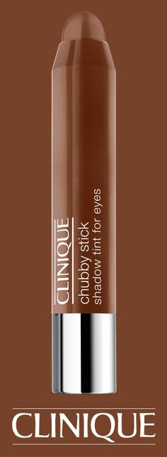 Create a breathtakingly neutral eye look with Chubby Stick Shadow Tint For Eyes in Fuller Fudge.