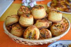 Pogacele cu branza si telemea Romanian Desserts, Romanian Food, Romanian Recipes, English Sweets, Vegetarian Recipes, Cooking Recipes, Cheese Snacks, Salty Snacks, Food To Make