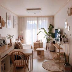 Small Apartment Interior, Studio Apartment Decorating, Apartment Layout, Apartment Living, Room Interior, Living Room, Home Room Design, House Design, Minimalist Room