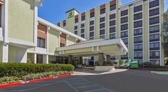 Holiday Inn San Jose-Silicon Valley San Jose Featuring an outdoor swimming pool, this San Jose airport hotel is 10 minutes' drive to California's Great America Amusement Park and 5 minutes' drive to San Jose International Airport.