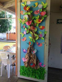 23 collaborative projects for the new school year School Door Decorations, Diy Classroom Decorations, Animal Crafts For Kids, Art For Kids, Preschool Decor, School Doors, Spring Crafts, Creative Crafts, Spring Door