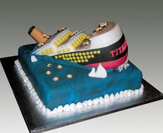 Sinking Titanic Cake by Gellyscakes, via Flickr