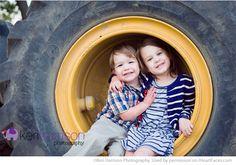 Beautiful Posing Ideas for Siblings Photos - Portrait Photography by Keri Harrison via iHeartFaces.com