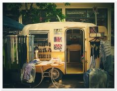 Lune Vintage takes to the streets in its 1976 Boler trailer offering awesome brand names (Warby Parker, Free People) in addition to those and gems that can be found no where else. Vintage Rv, Vintage Caravans, Vintage Travel Trailers, Vintage Shops, Vintage Campers, Caravan Vintage, Vintage Dishes, Shabby Vintage, Vintage Yellow