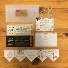 ペーパーアイテムは全て手作り!フェスイメージでチケット型の招待状と、ドレスコードをガーランド型のメッセージカードに記載しました