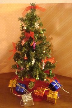 """BARBIE DECORATED 12"""" GREEN CHRISTMAS TREE"""