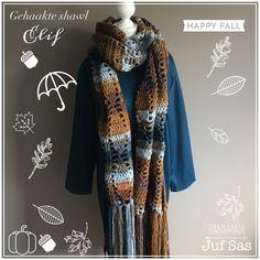Vorige week al een soort preview gepost en nu is shawl Elif af. Mooie tinten in de shawl door de geweldige wol van de Zeeman, in totaal 6 bollen nodig geh