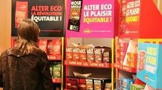 Dans certains points de vente, la marque Alter Eco est mise en avant dans des linéaires spéciaux et dédiés qui mettent en avant les points majeurs de différenciation des produits toujours dans des couleurs vives et une police majuscule simple et efficace.