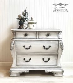 726e9bd1601 This nightstand is part of a king bedroom set. Painted in Annie Sloan s  Pure White and Paint Courture s Black Chiffon Glaze.