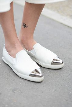 30 Tattoo Ideas That Are Simple Yet Seriously Stunning   StyleCaster