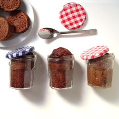 cake bocal (bonne maman)  recette Cake Mug, Cake In A Jar, Diy Mugs, 100 Calories, Biscuits, Muffin, Good Food, Brunch, Cooking Recipes
