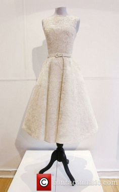 Audrey Hepburn's dress from 1954 'Roman Holiday' Oscar win. Audrey Hepburn Costume, Audrey Hepburn Outfit, Melbourne Cup Fashion, Fru Fru, Shirtwaist Dress, Types Of Dresses, Pretty Outfits, Hot Outfits, Vintage Fashion