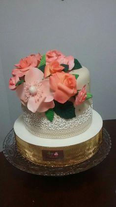Torta con flores en azucar.