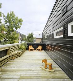 Built by Research + Design in Ottawa, Canada with date Images by Lorne Shawn Blythe. Background: Located in Westboro, an urban neighbourhood close to the Ottawa river, the house sits on the site of one . Aluminium Cladding, Balcony Railing, Ottawa, Tiny House, Small Houses, Vegetable Garden, Interior Architecture, Design Projects, Minimalism