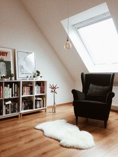 Wohnen Don't have to be so direct about how you use your space and align your furniture to the shape Home Interior, Interior Design Living Room, Living Room Designs, My Living Room, Home And Living, Living Spaces, Strandmon Ikea, Home Decor Furniture, Furniture Design