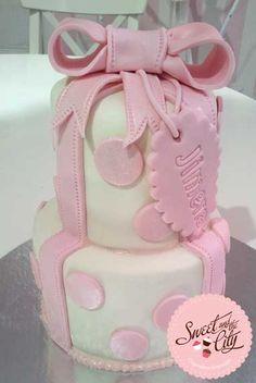 Polka dot Cake www.sweetandthecity.com