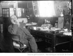 Claude Monet, peintre : à son bureau : [photographie de presse] / Agence Meurisse - 1