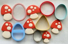 toadstool cookies from simple cutters (eggs/oval, circle, candy corn) - use the tip of a whismical heart cutter to remove a notch out of each side of the cookie. Galletas Cookies, Iced Cookies, Cut Out Cookies, Royal Icing Cookies, Fun Cookies, How To Make Cookies, Cupcake Cookies, Sugar Cookies, Cookies Et Biscuits
