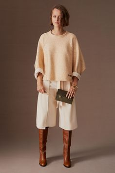 See by Chloé Pre-Fall 2020 Collection - Vogue Cropped wrap pants knee length as a skirt? 2020 Fashion Trends, Fashion 2020, Fashion News, Milan Fashion, Fashion Outfits, Vogue Paris, See By Chloé, Estilo Glamour, Wrap Pants