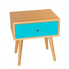 طاولة من خشب البلّوط فيروزي اللون على وسادةزكوم
