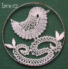 Bordados E Cia, Types Of Lace, Bobbin Lace Patterns, Lacemaking, Lace Heart, Lace Jewelry, Needle Lace, Lace Flowers, Lace Knitting