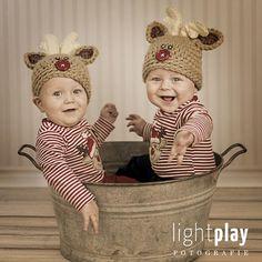 Baby Fotoshooting mit Zwillingen und süssen Rentiermützchen zu Weihnachten, sind die zwei nicht herzig? :)