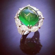 Square Sugarloaf-Cabochon Emerald weigh 12.69ct.#Emerald#gorgeous#ring#jewelry#diamondring #ringporn #ringtastic #ringlover #mrsortonsinstaglam