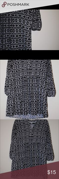 Old Navy Log Sleeve Patterned Tunic/Dress Pretty, flattering tunic or mini-dress from Old Navy. Looks great paired with leggings and wedges. Size large, but has been washed and dried so may run a bit smaller. I typically wear an Old Navy large and it fits me comfortably. Old Navy Tops Tunics
