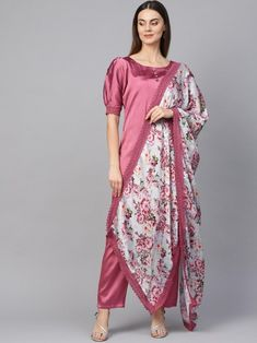 Pleasing pleasing pink partywear kurta set style also comes with trendy silk blend bottom and organza dupatta. Salwar Kameez Online Shopping, Online Dress Shopping, Fashion Pants, Fashion Outfits, Bollywood Suits, Indian Tops, Indian Dresses Online, Crop Top And Shorts, Crop Tops