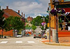 Sightseeing along the streets in the town of Bath, Maine (© Joe Restuccia III/DanitaDelimont.com)