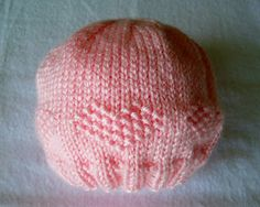 This little pink preemie hat is a free preemie hat knitting pattern. This post has several free knitting patterns for premnie hats. Great resource for knitting for baby. Knitting For Charity, Baby Hats Knitting, Knitting For Kids, Knitting For Beginners, Free Knitting, Knitted Hats, Knitting Needles, Newborn Knit Hat, Baby Hat Patterns