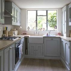 this is the same size and layout as my kitchen only mine is 30 yrs old and grotty!