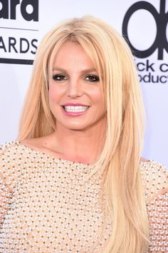 Britney Spears' platinum blonde hair looks so shiny and straight at the 2015 Billboard Music Awards Sleek Hairstyles, 2015 Hairstyles, Celebrity Hairstyles, Pretty Hairstyles, Haircuts, Britney Spears Photos, Billboard Music Awards 2015, Vegas, Honey Brown Hair