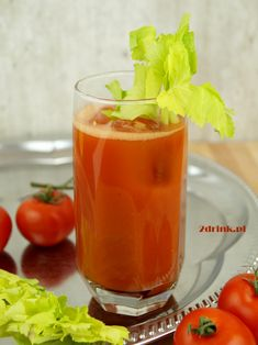 Krwawa Mary - przepis na drink, który świetnie nadaje się do uleczenia kaca. Bloody Mary, Cantaloupe, Alcoholic Drinks, Stuffed Peppers, Vegetables, Fruit, Food, Stuffed Pepper, Essen