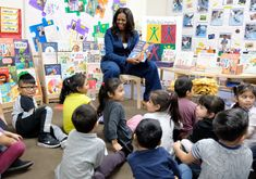 Michelle Obama Surprises Underprivileged Preschoolers in L.'s Skid Row for Story Time — People Presidente Obama, American First Ladies, Michelle And Barack Obama, Skid Row, Black Families, What To Read, Story Time, Books To Read