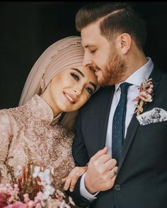 48 Ideas Wedding Couple Muslim Bride Groom For 2019 Muslim Wedding Gown, Muslimah Wedding Dress, Wedding Hijab, Wedding Poses, Wedding Couples, Wedding Dresses, Funny Wedding Photography, Muslim Couple Photography, Photography Couples