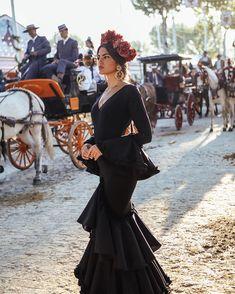 Spanish style – Mediterranean Home Decor Passion For Fashion, Love Fashion, Fashion Beauty, Vintage Fashion, Flamenco Costume, Flamenco Dancers, Flamenco Dresses, Spanish Fashion, Spanish Style