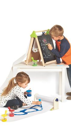 Let your imagination run wild | Discovery Kids Tabletop Art Station + 3-in-1 Artist Tabletop Easel