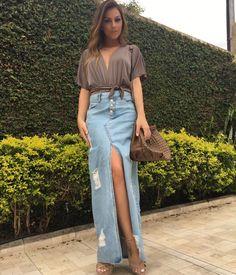 #mulpix Começando essa quinta com esse look que acaba de chegar no nosso estoque! Saia longa jeans e body amarração! Corra e garanta para sua loja!
