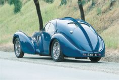However in my opinion, ruined by that ridiculous seam the center length of the car. Makes the car look like it was formed in two halves and then riveted together. Bugatti Atlantic Type 57 S Bugatti Type 57, Bugatti Cars, Lamborghini, Ferrari, Volkswagen, Audi, Porsche, Vw Vintage, Roadster