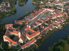 Telc - Castle - National Heritage Institute (Interesting to see from the aerial view. It's Euroipe's largest town square. Heritage Institute, Prague Czech Republic, The Beautiful Country, Medieval Town, Amazing Destinations, World Heritage Sites, Aerial View, Slovenia, Places To Visit