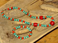 Coral and dyed magnesite set Jewerly, Helmet, Coral, Beaded Bracelets, Design, Fashion, Moda, Jewelry, Jewels