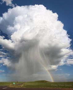 Breathtaking rainbow and thunderstorm photographed in Colorado