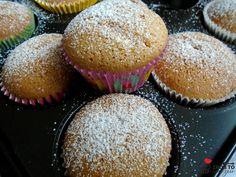 Babeczki biszkoptowe są przepyszne, proste i klasyczne. Szybkie w wykonaniu. Wystarczy posypać je cukrem pudrem, idealne ze szklanką ciepłeg...