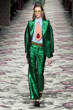 See all the pictures from the Gucci spring summer 2016 Milan fashion week runway show at Harper's BAZAAR Australia. London Fashion Weeks, Milano Fashion Week, Milan Fashion, Fashion News, Fashion Show, Fashion Outfits, Fashion Design, Fashion Trends, Elite Fashion