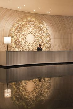 The lobby is the first thing that you see when you visit a luxury hotel, is the first impression that you have, and it can be good or bad. It is really important for the hotels to focus in their lobbi Hotel Lobby Design, Reception Desk Design, Lobby Reception, Hotel Interiors, Office Interiors, Espace Design, Flur Design, Design Design, Lobby Interior