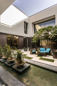 Fantastic bungalow designed by kns architects in india patio design, garden design, house design Roof Terrace Design, Covered Patio Design, Bungalow Landscaping, Modern Landscaping, Landscaping Plants, Casa Patio, Pergola Patio, Pergola Kits, Backyard Patio