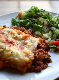 Søtpotetmosgrateng lindastuhaug - lidenskap for sunn mat og trening Moussaka, Vegetarian Recipes, Healthy Recipes, Healthy Food, Norwegian Food, Lasagna, Healthy Lifestyle, Healthy Living, Easy Meals